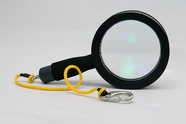 underwater-magnifying-glass-2013-snap-hook-1
